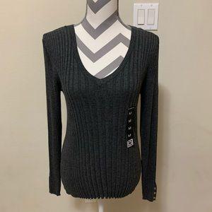 Liz Claiborne Gray Ribbed Pullover (V-Neck)
